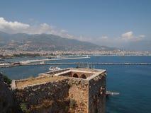 在12世纪建造的红色塔防止受到攻击免受海,土耳其,阿拉尼亚 库存图片