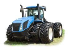 在8个轮子孤立的大蓝色拖拉机在白色 免版税库存照片