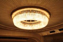 在维也纳国家歌剧院的Сhandelier 库存照片