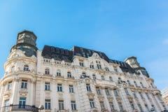 在维也纳,奥地利中间的一个古老大厦 免版税图库摄影