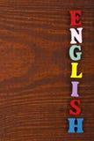 在从五颜六色的abc字母表块木信件组成的木背景,广告文本的拷贝空间的英国词 库存图片