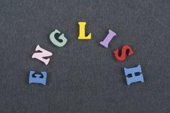 在从五颜六色的abc字母表块木信件组成的黑委员会背景,广告文本的拷贝空间的英国词 免版税库存照片