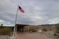 在死亡谷国家公园的著名访客中心 免版税库存图片