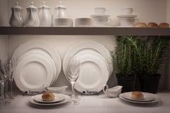 在主人的典雅的碗筷2013年在米兰,意大利 免版税库存照片