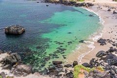 在巴伊亚Inglesa的绿松石水 免版税库存照片