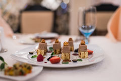 在宴会桌上的开胃食物 免版税库存图片