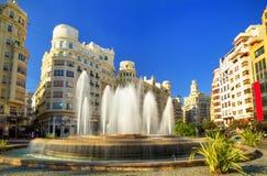 在巴伦西亚-西班牙的广场del Ayuntamiento的喷泉 免版税库存图片