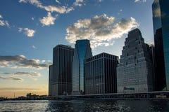 在更低的曼哈顿地平线,纽约美国的日落 免版税库存图片