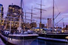 在更低的曼哈顿的灯塔船安布罗斯码头的16,纽约美国 库存图片