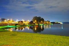 在更低的Seletar水库的风景平安的夜 图库摄影