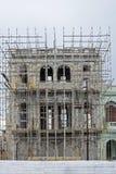 在整修下的老古巴大厦 免版税库存图片