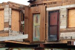 在整修下的老木房子 免版税库存照片
