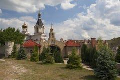 在洞修道院附近的假定教会在Butuceni 免版税库存图片
