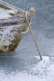 在冻水停住的小船 库存图片