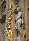 在巴洛克式的历史大厦的雕象 库存图片