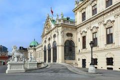在巴洛克式的样式的宫殿上部眺望楼在维也纳,奥地利 免版税库存图片