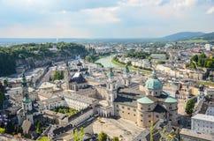 在巴洛克式的老镇的看法,萨尔茨堡老镇,奥地利 图库摄影