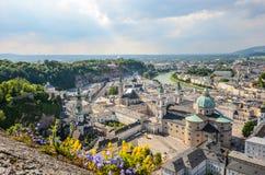在巴洛克式的老镇的看法,萨尔茨堡老镇,奥地利 免版税库存照片
