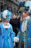 在巴洛克式的面具的Venetians 库存图片