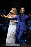 在维克托Drobysh第50个年生日音乐会期间,歌手Stas Piekha和瓦莱里亚在阶段执行 免版税库存照片