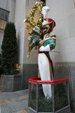 在洛克菲勒中心的木小锡兵号兵圣诞节装饰 免版税图库摄影