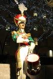在洛克菲勒中心的木战士鼓手圣诞节装饰在曼哈顿中城 免版税库存图片
