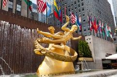 . 在洛克菲勒中心的Prometheus雕象 免版税库存图片