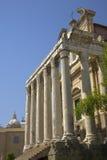 在141公元兴建的Antoninus和Faustina寺庙,在罗马广场,罗马,意大利,欧洲 库存图片