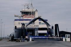 在洛兰岛之间的轮渡往SPODSJERG 库存图片