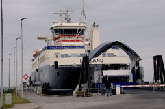 在洛兰岛之间的轮渡往SPODSJERG 免版税库存图片