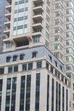 在经典办公楼的现代阳台 免版税库存照片
