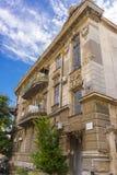 在经典样式大厦fascade的看法在Evpatoria镇 免版税库存照片