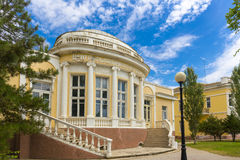在经典样式大厦fascade的看法在Evpatoria镇 库存图片