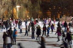 在滑冰场夜 库存照片