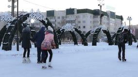 在滑冰场的人冰鞋 冬天 股票录像