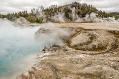 在细刨花喷泉的蒸汽的薄雾 库存照片