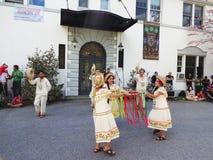 在玻利维亚的使馆的传统舞蹈 免版税库存图片