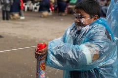 在玻利维亚的狂欢节期间的肥皂战争 免版税库存图片
