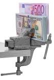 在绑制钳的金钱 免版税库存照片