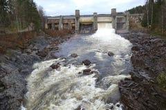 在水力发电站的溢洪道 免版税库存图片