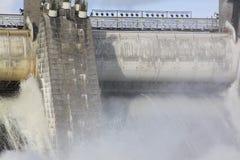 在水力发电站水坝的溢洪道在伊马特拉 免版税库存照片