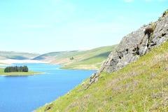 在活力谷的河风景在威尔士,英国 免版税库存照片