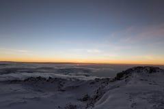 在更加多雨的天空状态日出华盛顿的mt kilimanjaro 库存照片