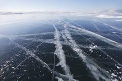 在贝加尔湖冰的镇压  库存照片