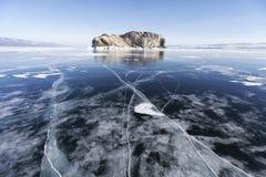 在贝加尔湖冰的镇压  33c 1月横向俄国温度ural冬天 图库摄影