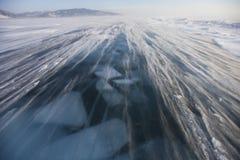 在贝加尔湖冰的暴风雪  33c 1月横向俄国温度ural冬天 免版税图库摄影