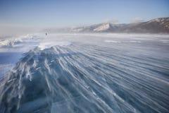 在贝加尔湖冰的暴风雪  33c 1月横向俄国温度ural冬天 免版税库存照片