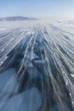 在贝加尔湖冰的暴风雪  33c 1月横向俄国温度ural冬天 库存照片