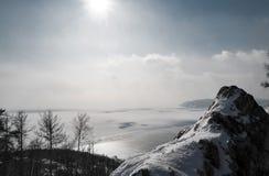 在贝加尔湖的冬天场面 库存照片