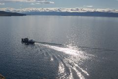 在贝加尔湖的小船 免版税图库摄影